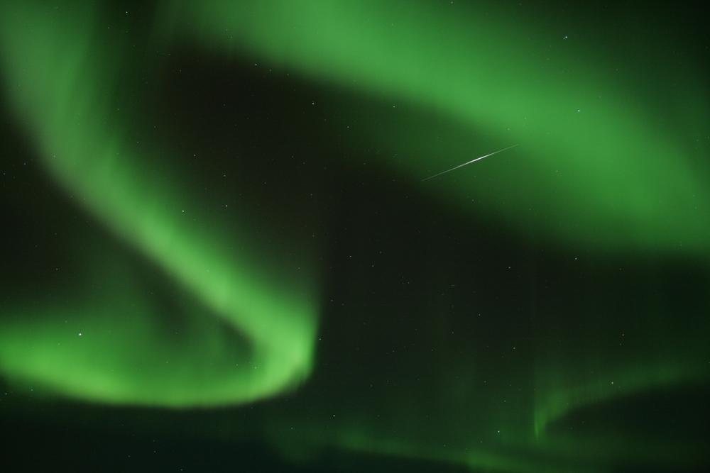 Nordlys er en af de helt store oplevelser man får, når man bor så langt nord, som vi gør. Jeg har samlet nogle af mine bedste billeder her, og flere vil forhåbentlig komme efter hånden. Tryk på billedet hvis du har lyst til at se endnu flere