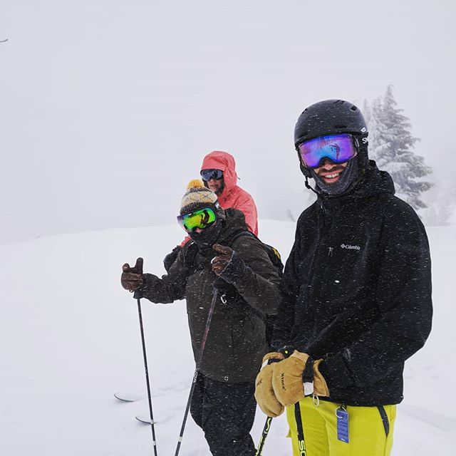 While the low visibility and constant throng of tourists were *challenging* at times 😂, it ended up being an awesome and entertaining day on the mountain with the Santanas!