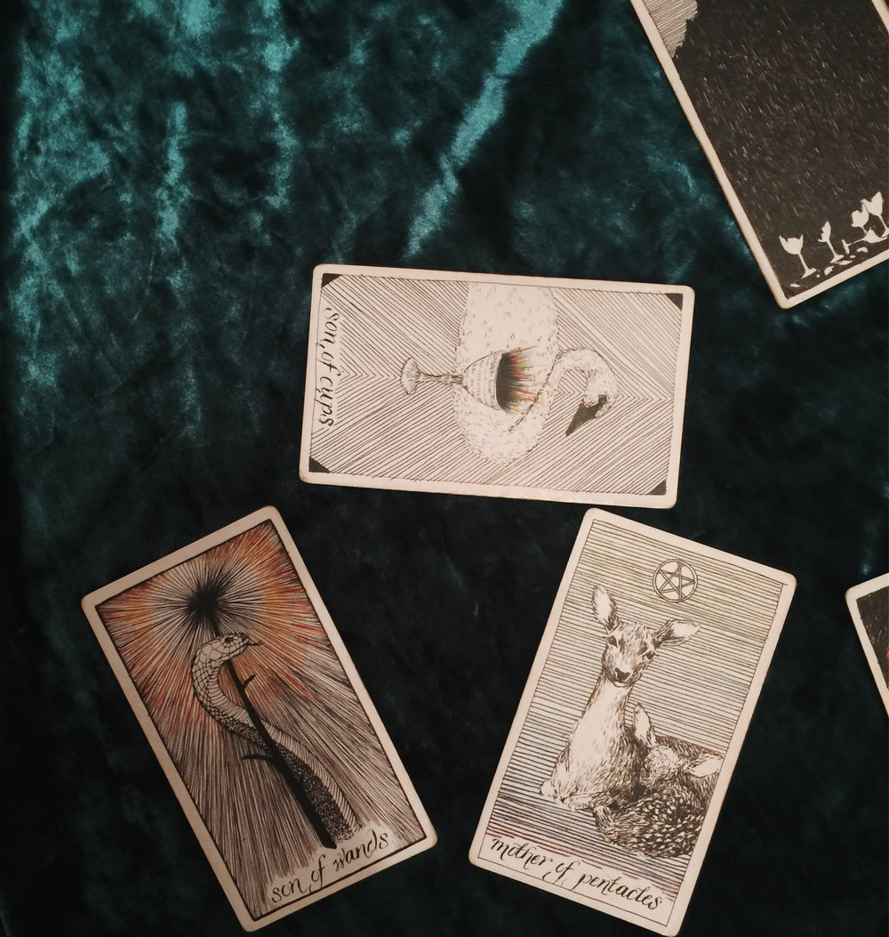 Violet Guide Tarotscope