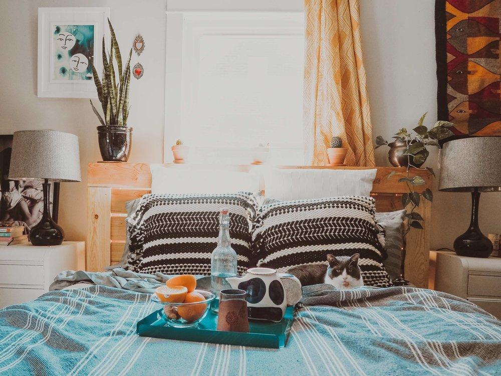 boho bedroom, jungalow style, maximalist