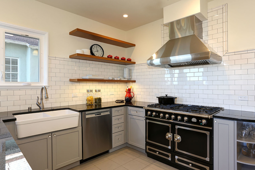 White subway tile, dark grout and mosaic tile floor. — intelligent ...