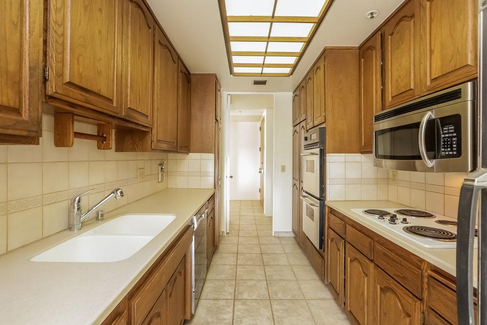 019-Kitchen-5072324-large.jpg