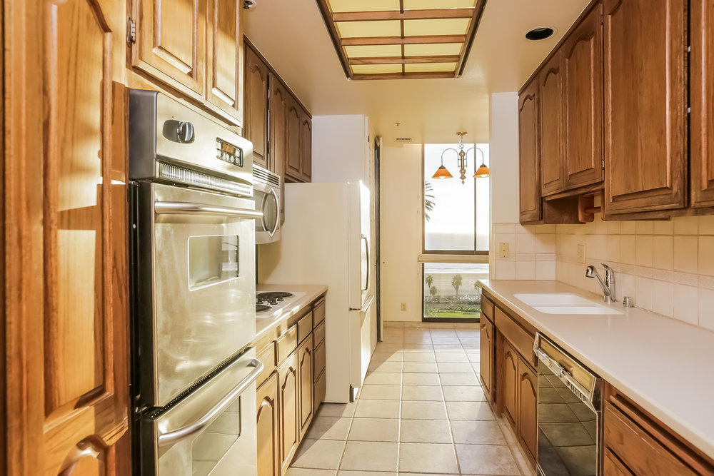 023-Kitchen-5072319-large.jpg