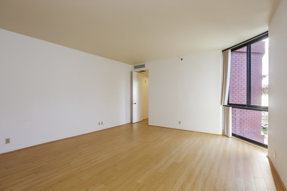 030-Master_Bedroom-5072335-large.jpg