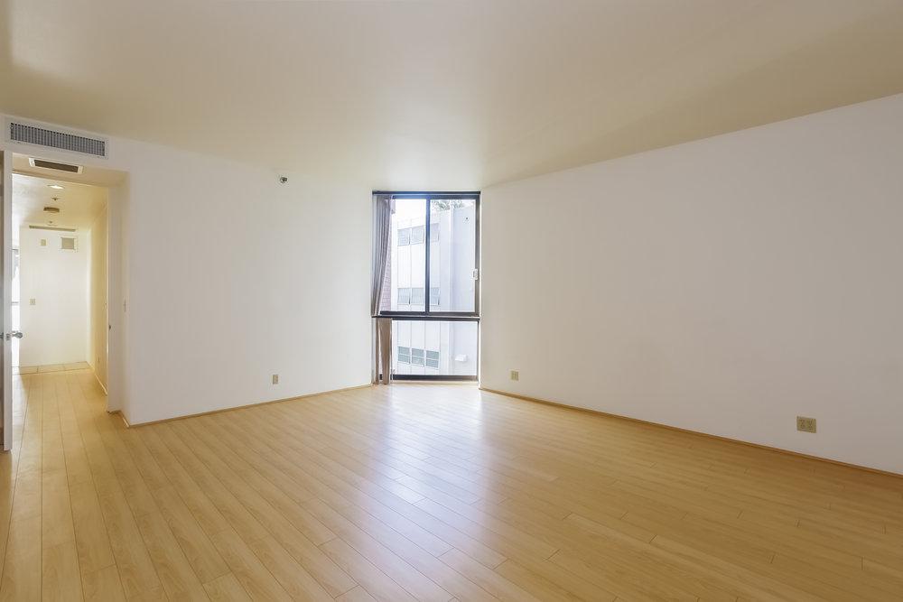 031-Master_Bedroom-5074096-large.jpg