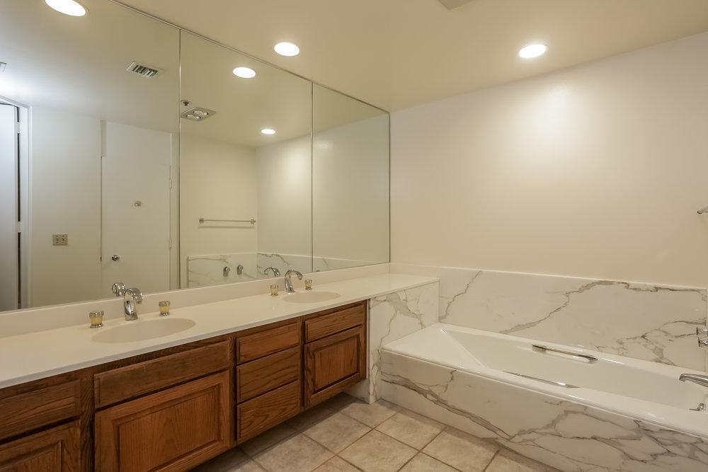 032-Master_Bathroom-5072339-large.jpg