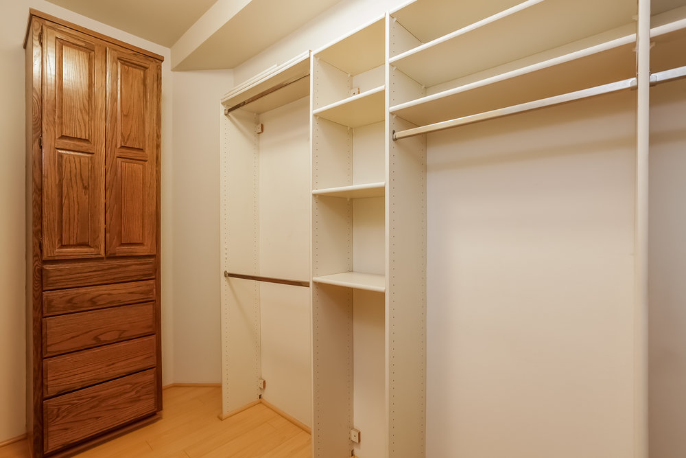 035-Walk_In_Closet-5072337-large.jpg