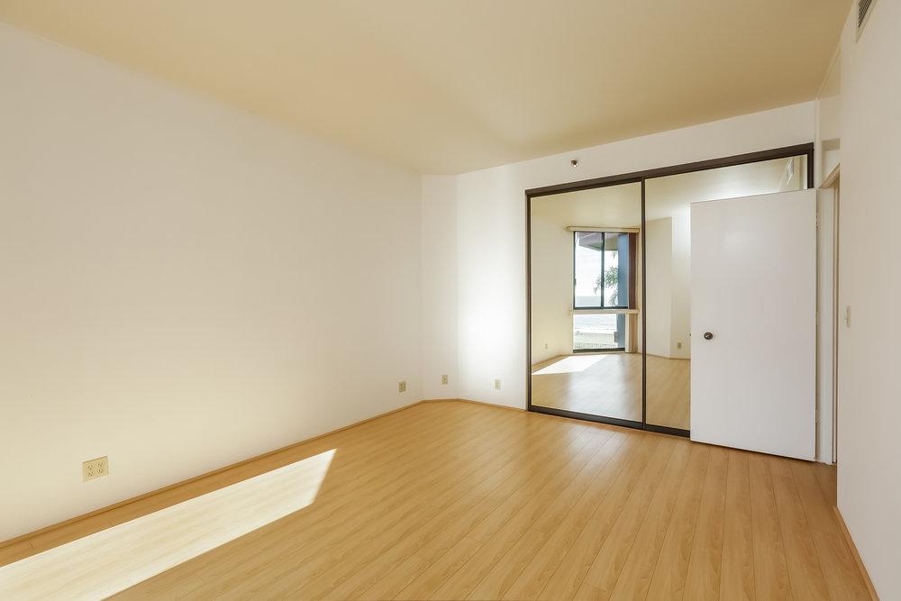036-Bedroom-5072331-large.jpg