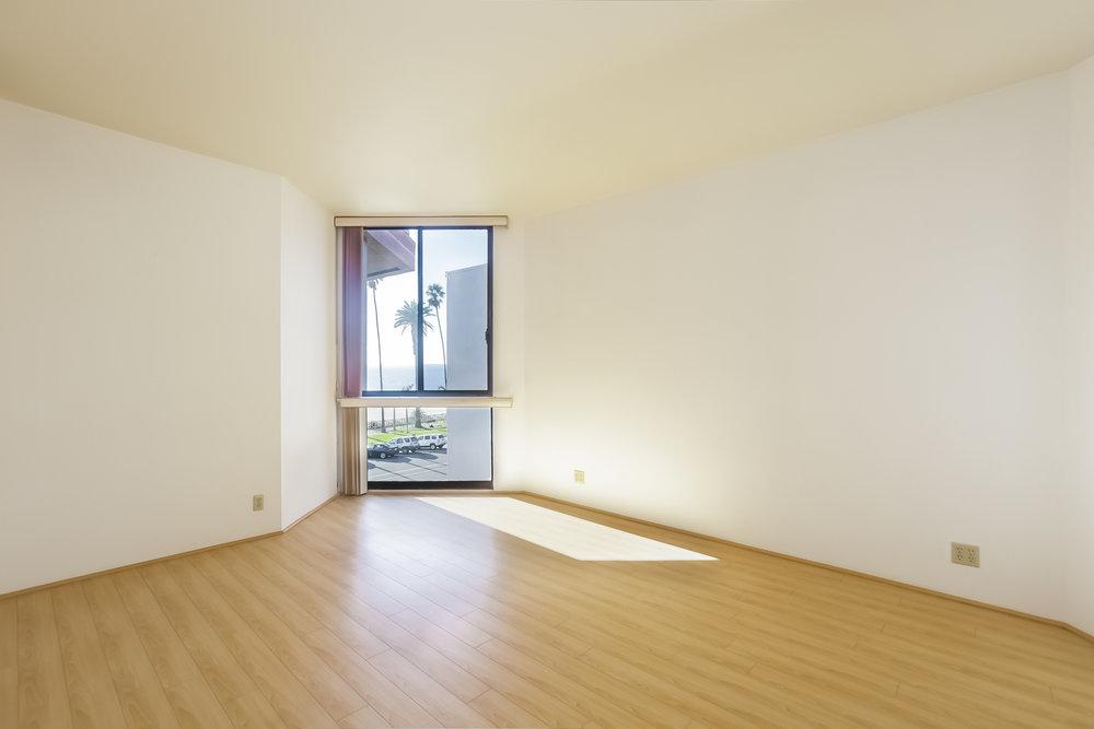 039-Bedroom-5072330-large.jpg