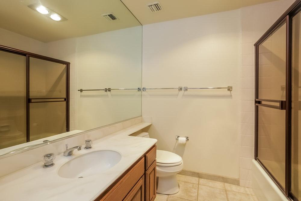 040-Bathroom-5072328-large.jpg