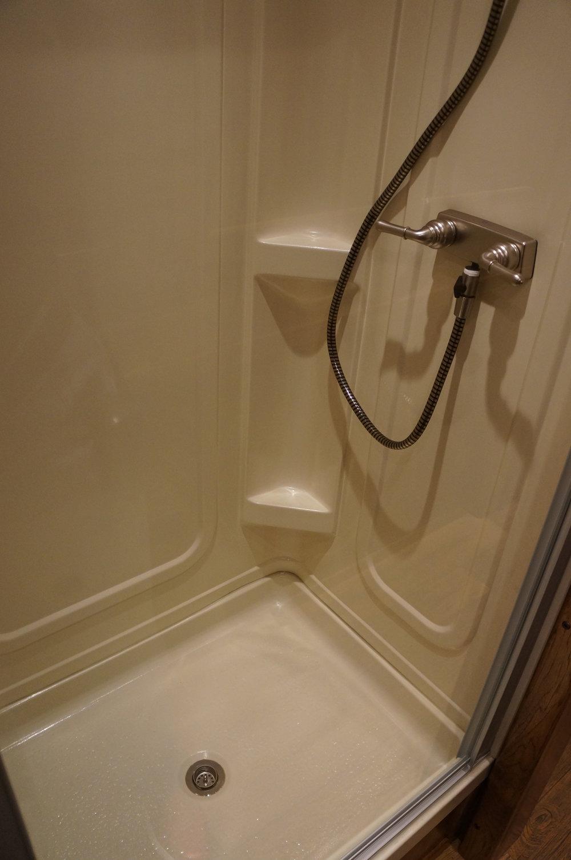 24x32 Shower - Silver