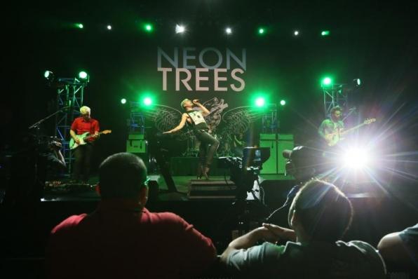 Photo neon Trees.jpg