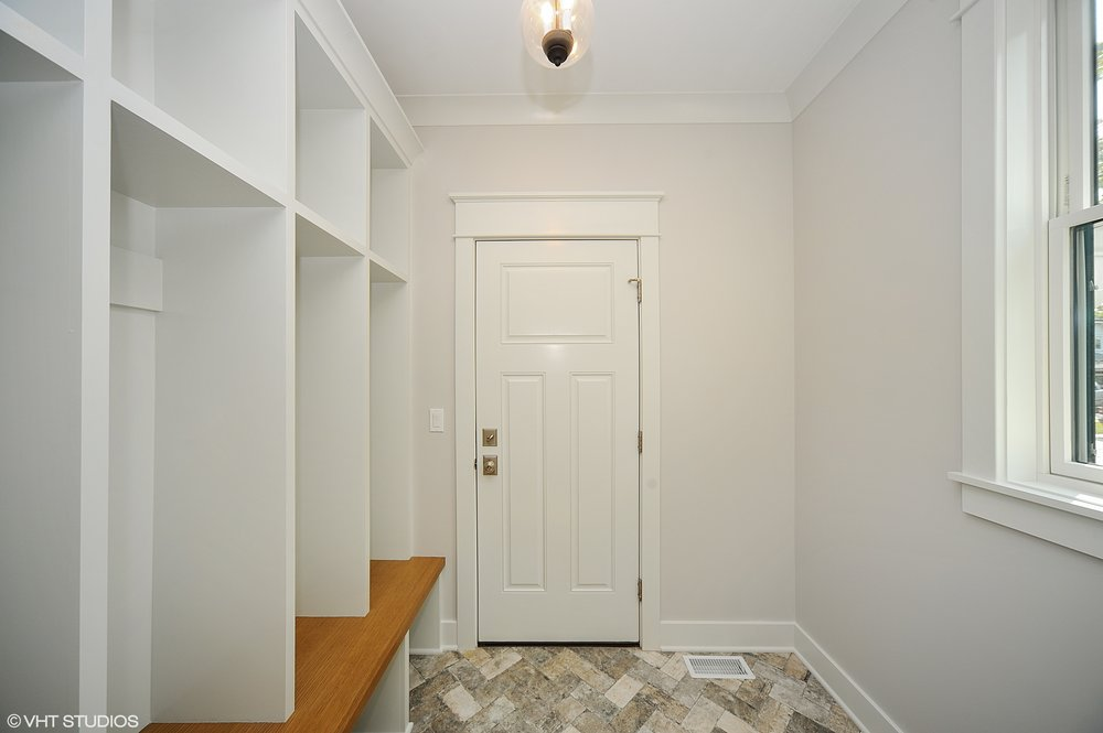 11_103northpineavenue_195_Mudroom_HiRes.jpg