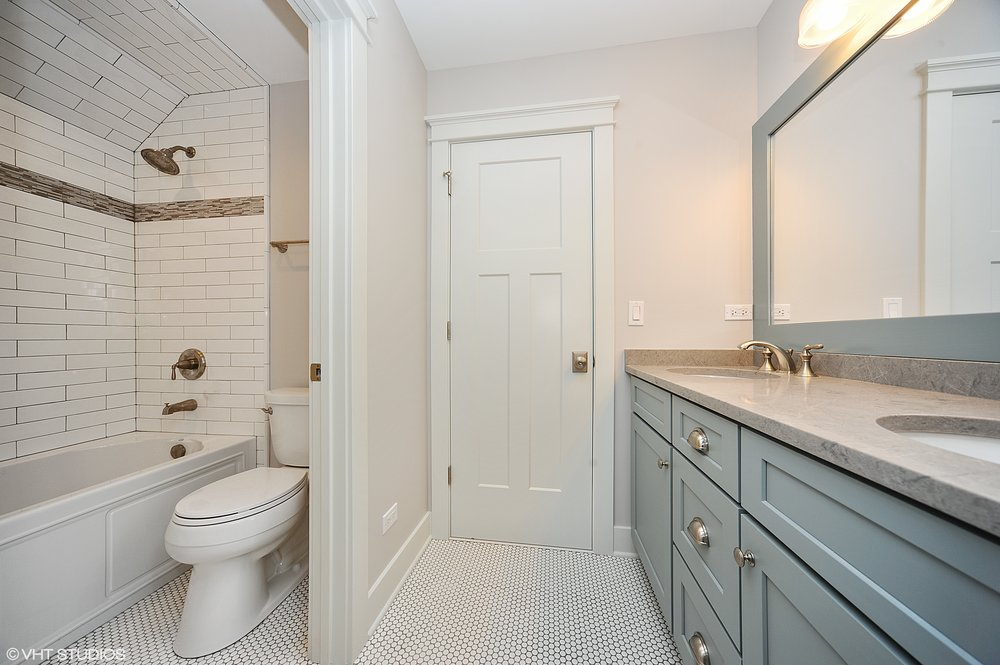 19_103northpineavenue_8_Bathroom_HiRes.jpg
