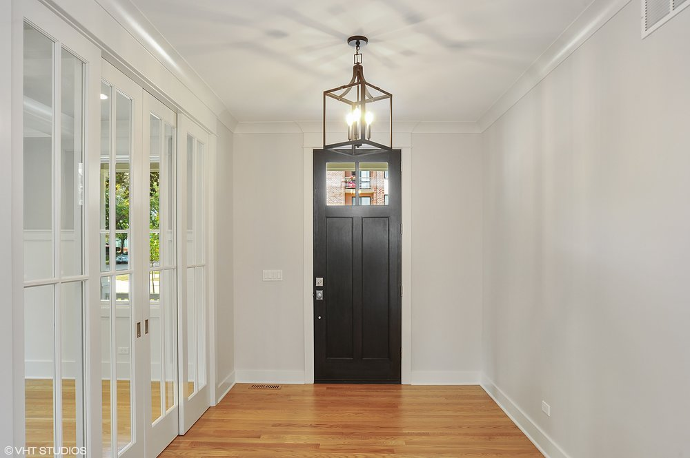02_103northpineavenue_32_Foyer_HiRes.jpg
