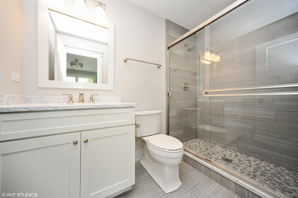 20_103northpineavenue_9_2ndBathroom_HiRes.jpg