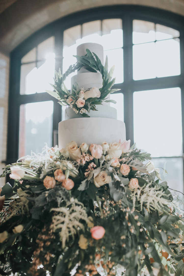 Silver grey marbled wedding cake with fresh flower wreath and flower skirt 2