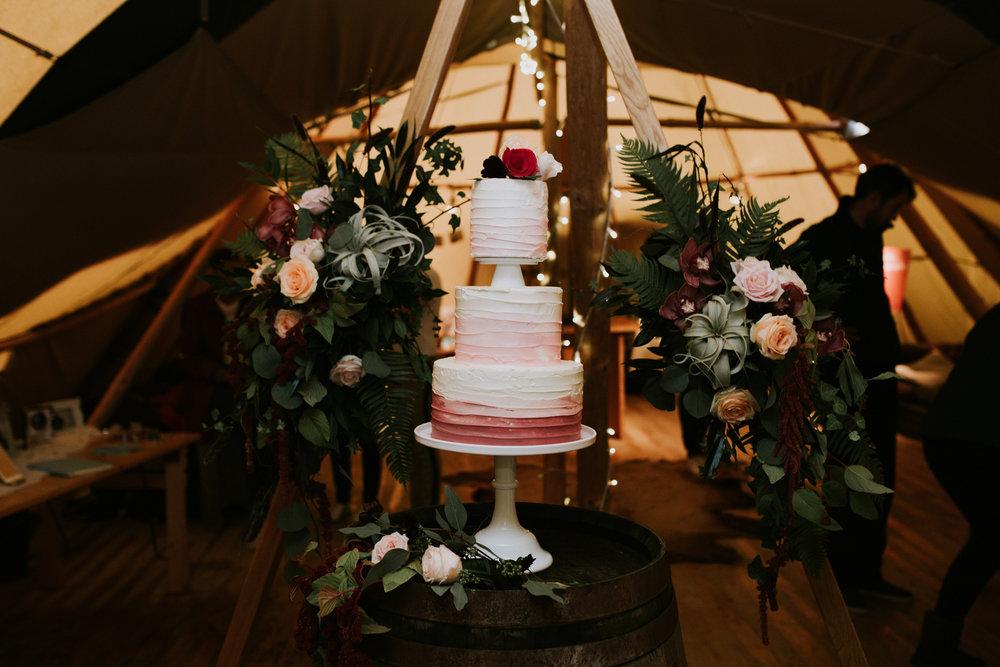 flower framed wedding cake