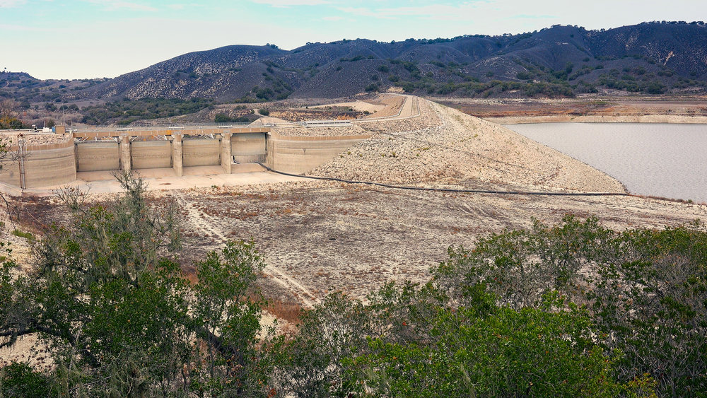 Fotolia_99789651_CalifDrought_Dam.jpg