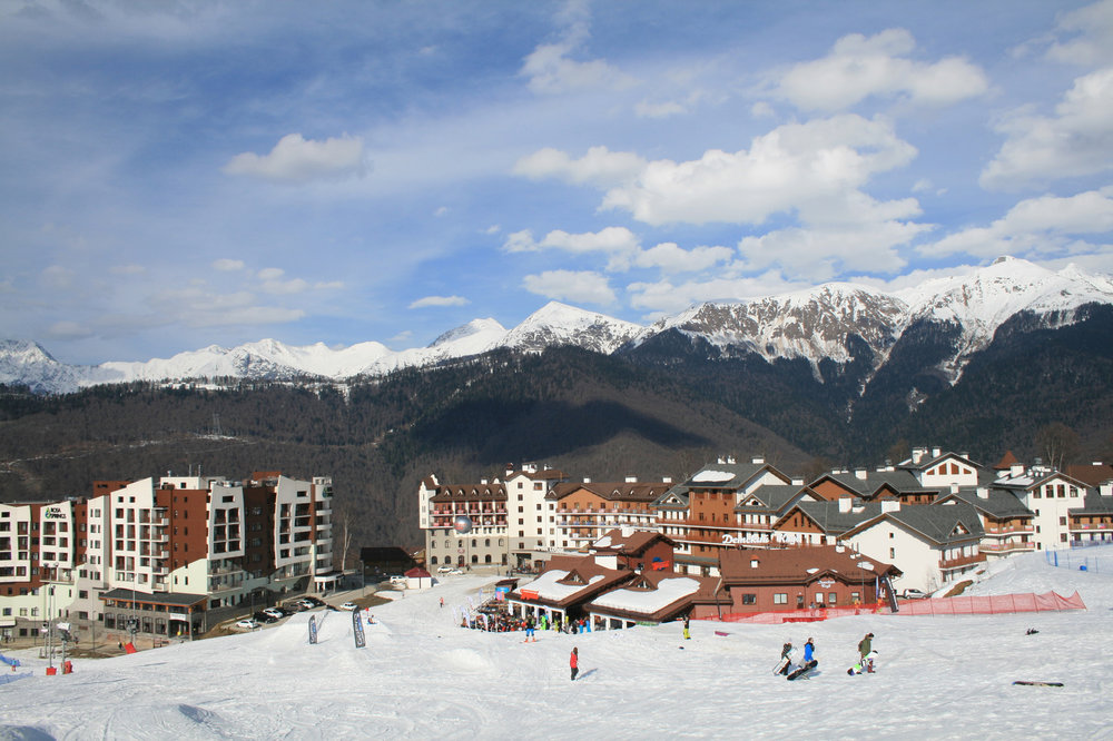 Fotolia_182940358_Skiresort.jpg