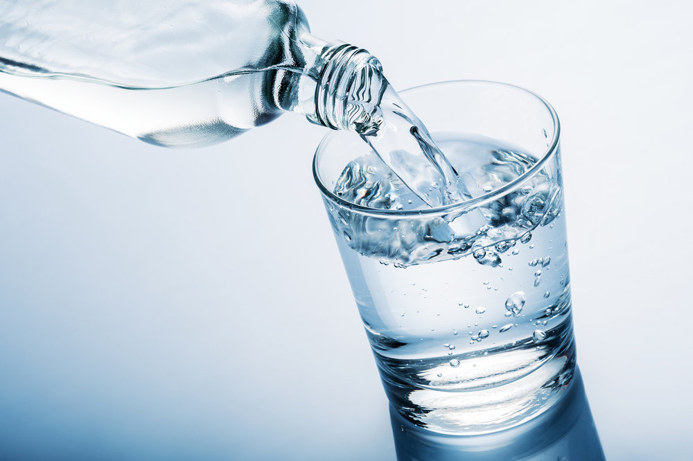 Fotolia_80002608_bottledwaterpouringintoglass.jpg