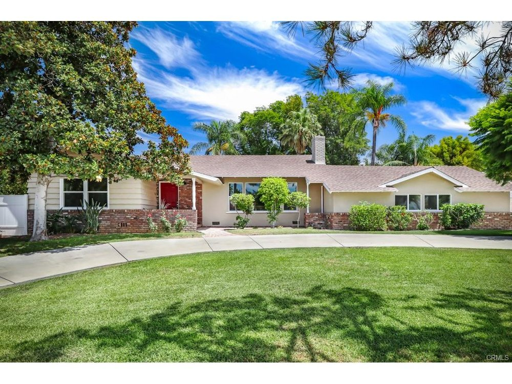 Large family home adjacent to the South Hills Country Club