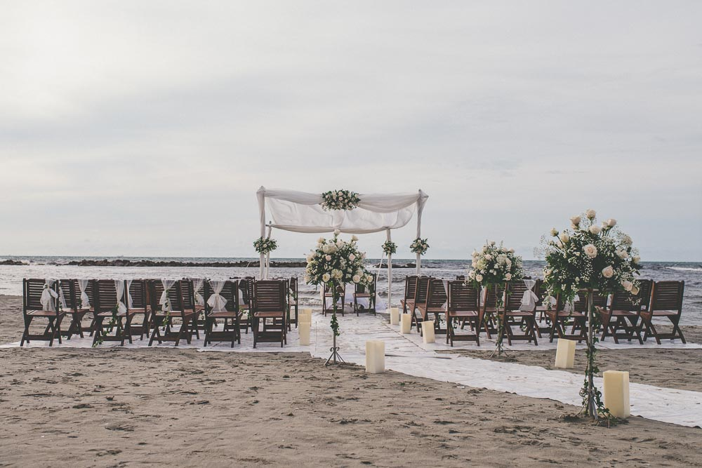 decoracion de bodas en la playa.jpg