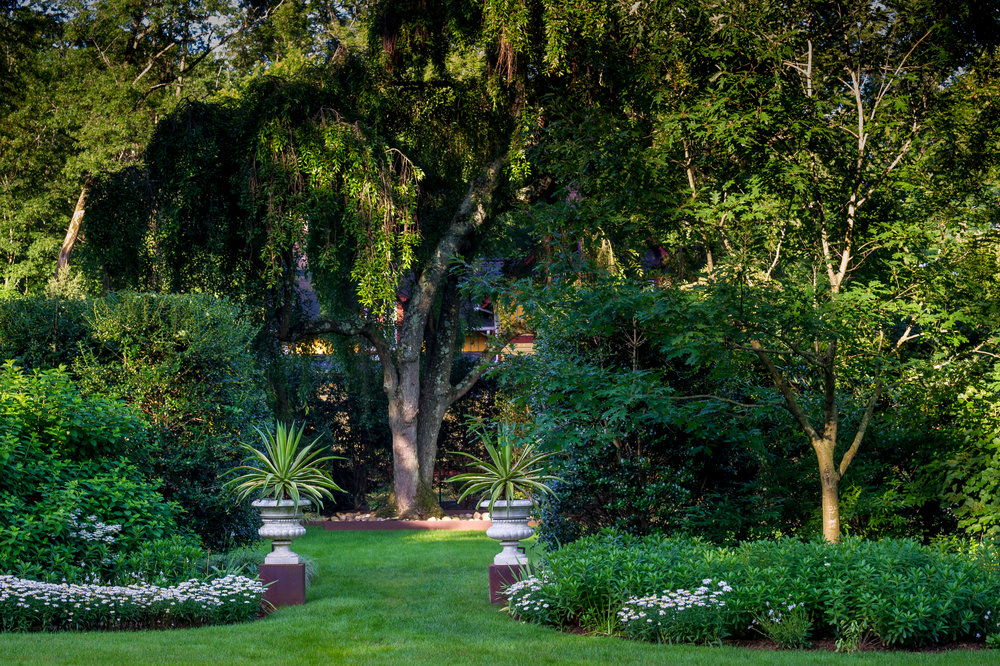 Garden urns in semi-formal setting