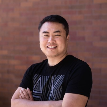 Michael Zhang - Co-founder&CEO,Firefly GamesMichael is the founder and CEO of Firefly Games, and was the former overseas president of ZQGame, the online gaming company listed on the domestic GEM.Michael是Firefly Games公司的创始人与CEO,曾任首家国内创业板上市的网游公司ZQGame海外总裁。