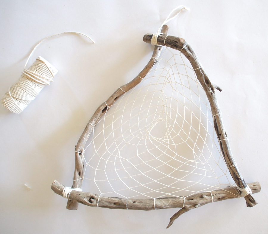 DIY This Boho Rustic Dreamcatcher
