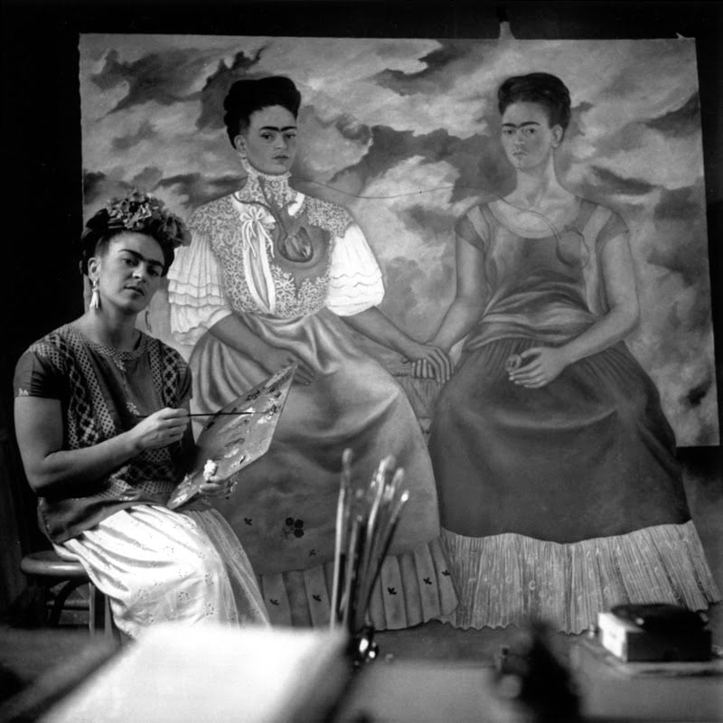 "Nickolas Muray, ""Frida Kahlo painting 'The Two Fridas'"" (1939)"