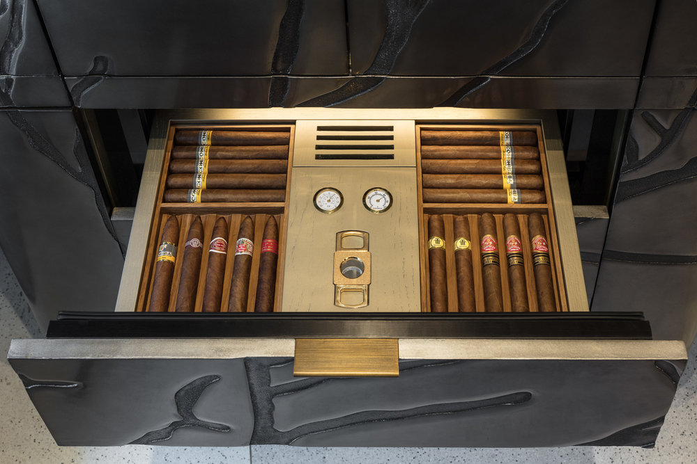 sensis_thelandmarkmandarinoriental_winecellar_cigar_hongkong