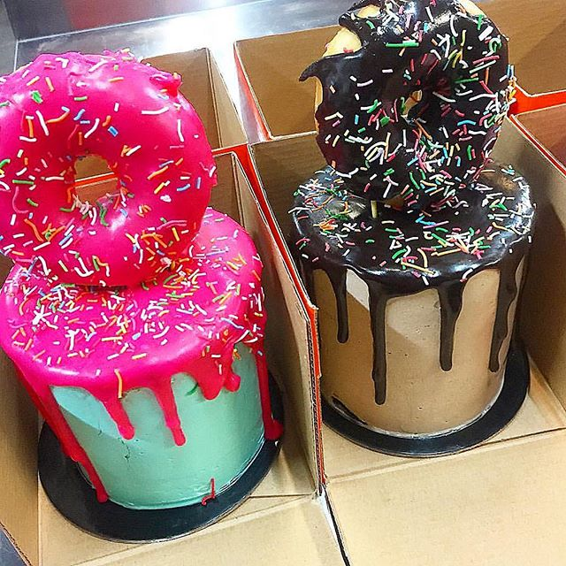 Cakes are better with donuts on top 🙋🏼😜 Especially when their only $39✅ @cakemailsydney cakemail.com.au