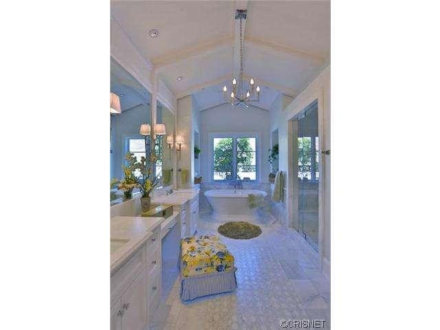 kylie-jenner-hidden-hills-mansion-house-home-11-640x480.jpg