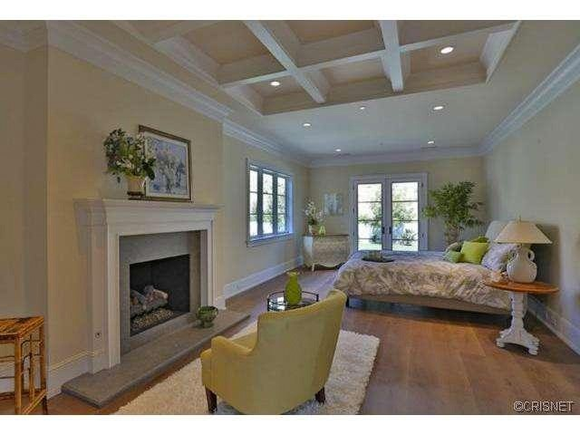 kylie-jenner-hidden-hills-mansion-house-home-9-640x480.jpg