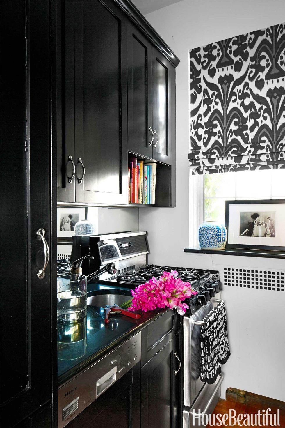 54c152faf06a4_-_05-hbx-black-kitchen-cabinets-bunn-0514-s2.jpg