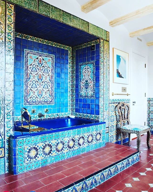 These Persian ceramic tiles are what dreams are made of! . . . #kgdesigns #interiordesign #kaygenuadesigns #fortworthinteriordesigner #fortworth #blogger #interiordesigner #designer  #design #homedecor #interiors #decor #blog #fwinteriordesigner #ftwortgtx