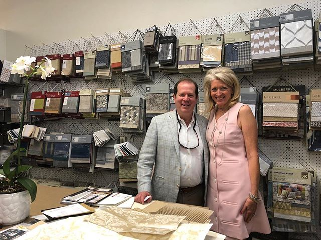 So honored to have Scott Kravet come visit me at my studio! What a fascinating man. . . . #kgdesigns #interiordesign #kaygenuadesigns #fortworthinteriordesigner #fortworth #blogger #interiordesigner #designer  #design #homedecor #interiors #decor #blog #fwinteriordesigner #ftwortgtx  @kravetinc