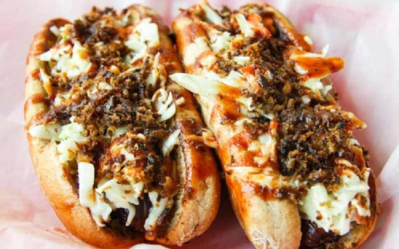 Eli'sBBQ_2All-beefDogs_550x440.jpg
