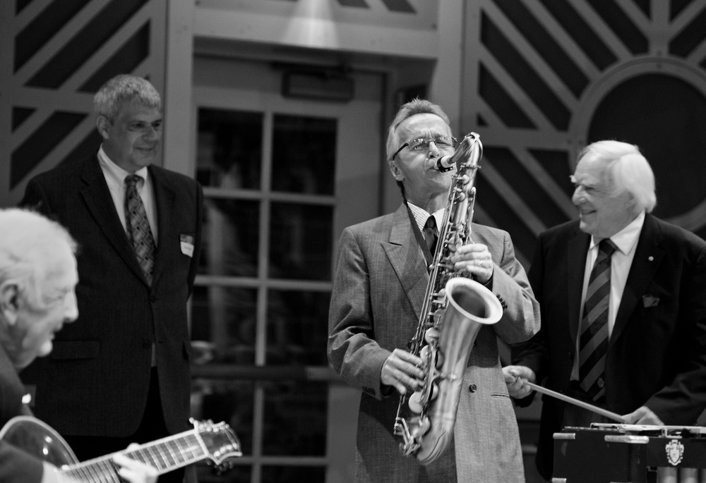 L-R: Bucky Pizzarelli, Randy Sandke, Monk, Peter Appleyard