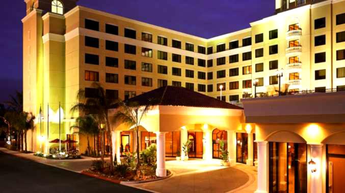 DT_hotelexterior01_677x380_FitToBoxSmallDimension_Center.jpg