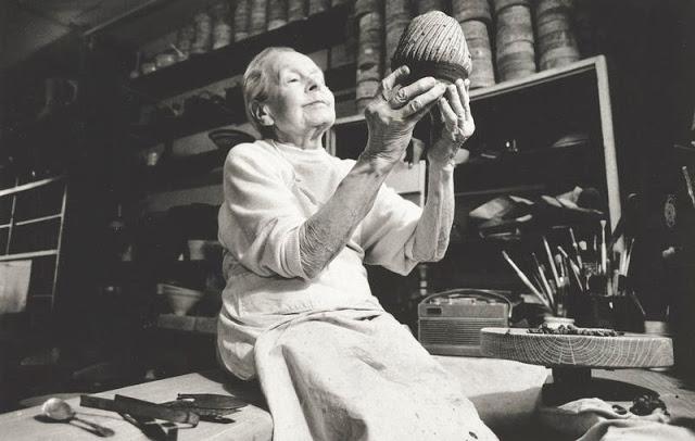 露西·里的陶瓷作品 -