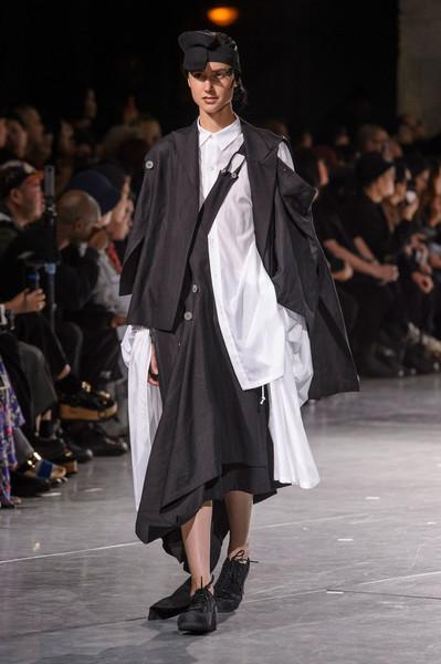 Yohji+Yamamoto+Spring+2018+JHMA_DS0i47l.jpg
