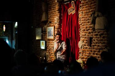 En este Episodio Lucho nos cuenta un poco de su vida y del Stand-up en Uruguay