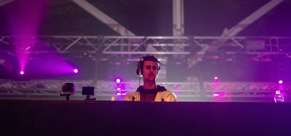 En este episodio hablamos con Nicolas Arin acerca de su vida, sus inicios y como fue su trayectoria como DJ de música electrónica.