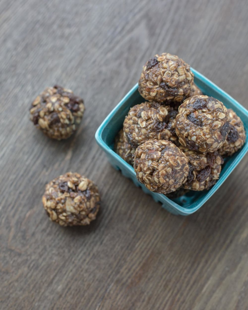 oatmeal-raisin-protein-energy-bites