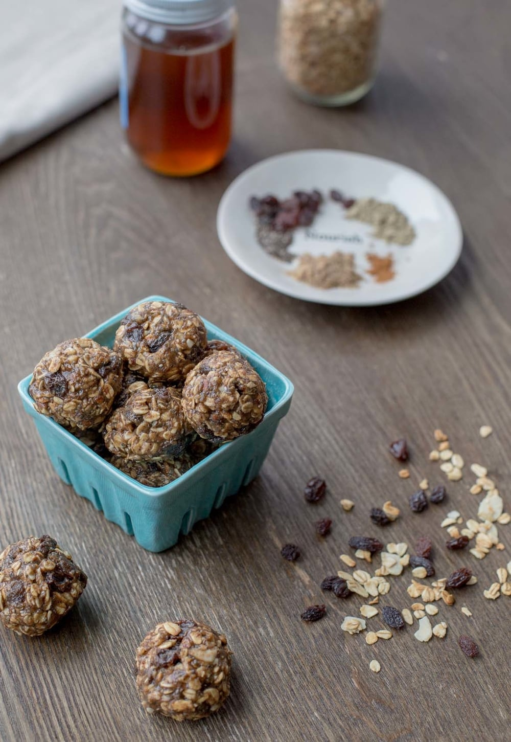 oatmeal-raisin-protein-energy-bites-2