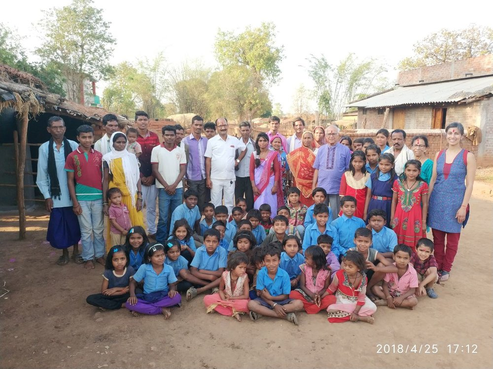 Students, families and staff at Ekal Vidyalaya in Chhattisghar, India.