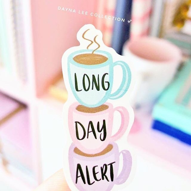 It's a proven fact that the closer it gets to Christmas, the longer the days get. How many cups of coffee can you get through before the day ends? . . . . #creativehappylife #butfirstcoffee #coffeesesh #coffeelovers #coffeeaddict #theeverygirl #lovepink #girlygirl #coffeetime #officelife #tiredaf #daynaleecollection #makeupaddict #stationary #stationeryaddict #journaling #plannergirl #plannernerd #prettyinpink #plannerlove ( #📷 @daynaleecollection )
