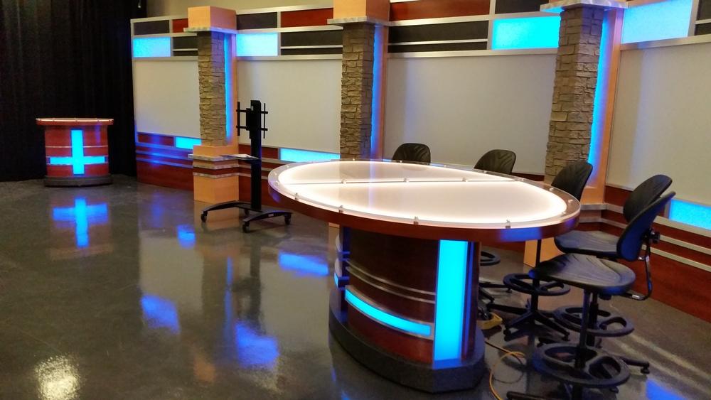 Tv studio furniture Broadcast Studio Set Design Uniset Giggster Pictures Of Tv Show Studio Design Kidskunstinfo